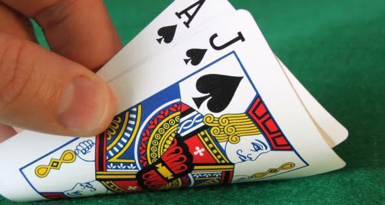 6 Bí quyết chơi Blackjack dễ thắng tiền nhà cái nhất