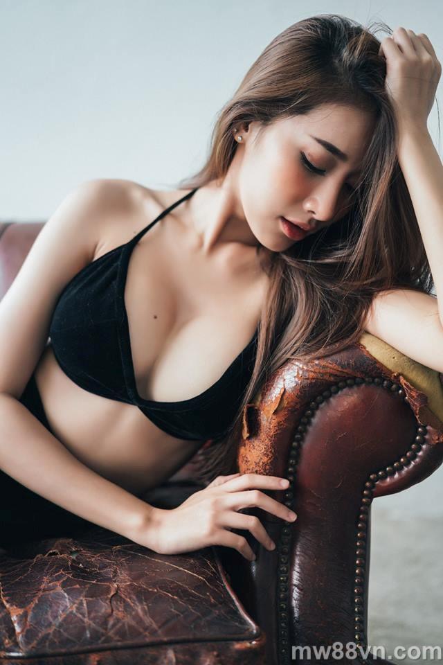 tan chảy trước nhan sắc cực phẩm của nữ thần bikini thái lan
