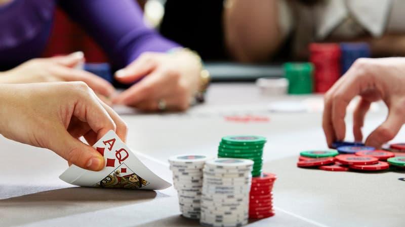 Sự khác nhau giữa game Poker offline và Poker online